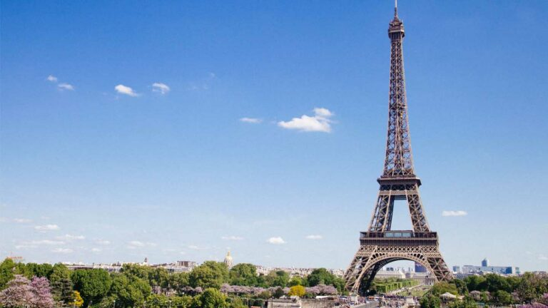 France - application of restrictions for travellers entering the national territory